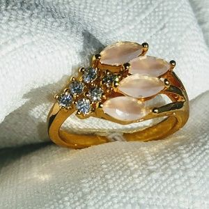 Beautiful pink moonstone and white topaz ring